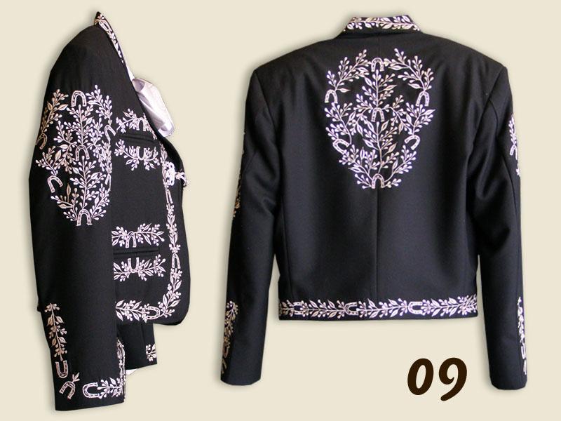 ... Traje de Charro negro con bordados en plateado ... d6e6e296189